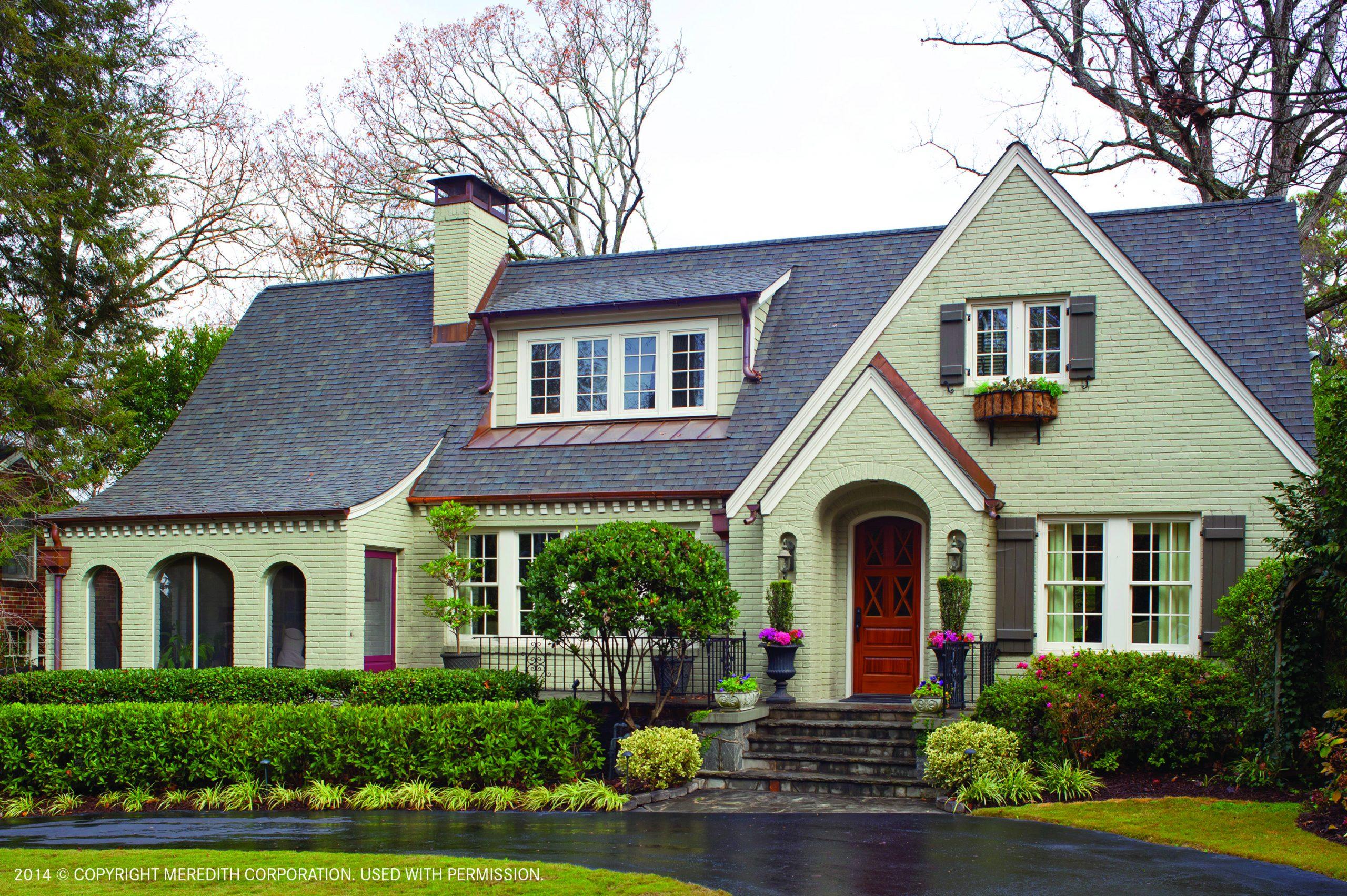 BuyingTips5_House_wrap_driveway_exterior_landscape