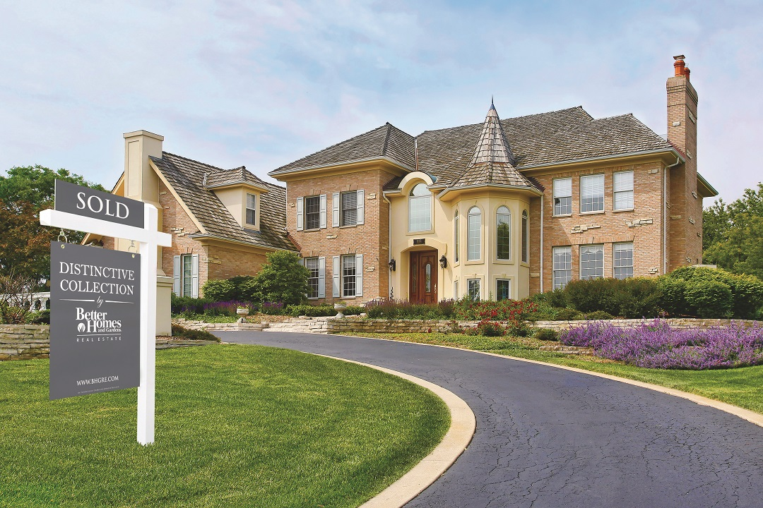 SellDistinctColl1_luxury_home_with_Distinctive_Collection_sign